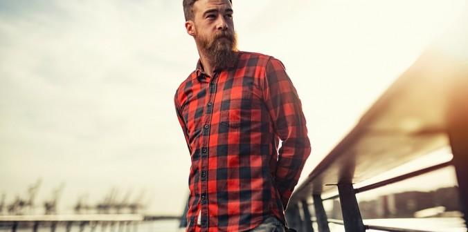 Un homme, toujours plus classe avec une chemise